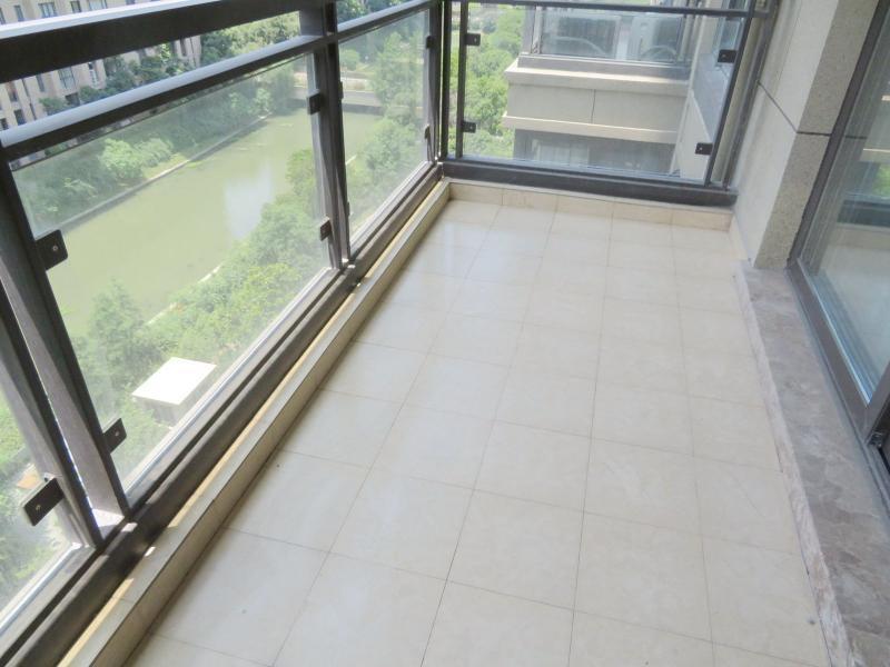 松江松江大学城9号线松江大学城誉品谷水湾5居室