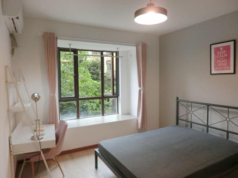 浦东三林11号线浦三路环球翡翠湾花园(公寓)4居室